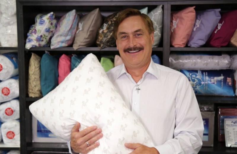 Страдал от бессонницы, но создал многомиллионный бизнес на подушках: история MyPillow и её основателя Майкла Линделла
