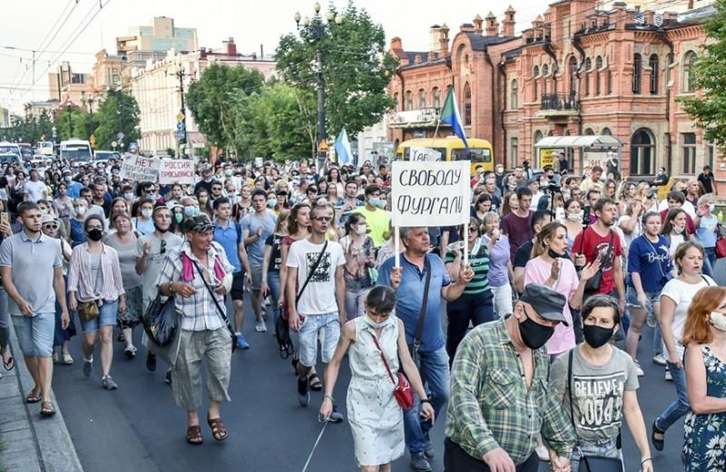 Прекратить кривляться: чего хотят от Москвы граждане Хабаровска