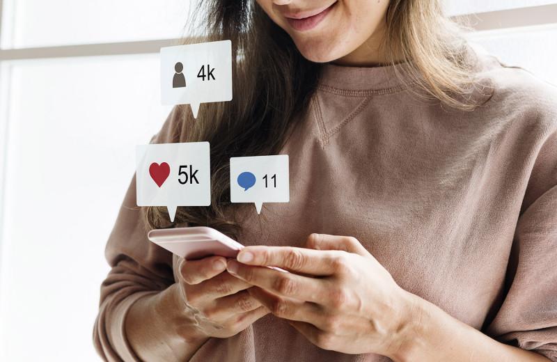 Предугадала Instagram, YouTube и Tinder: история популярной в нулевых соцсети HotOrNot