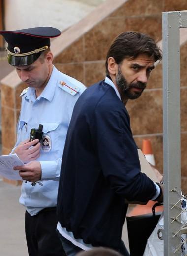 «Следствие приписывает мне способности Кашпировского». Михаила Абызова оставили под арестом