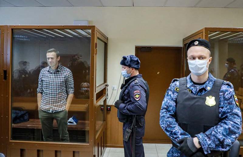 «Полезные идиоты» для Путина. Почему Amnesty International забанила Навального