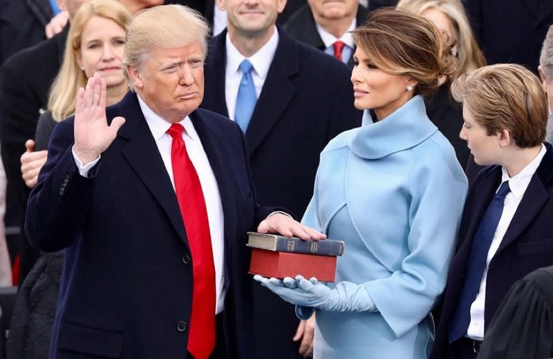 Гид: как Мелания Трамп выражает свое отношение к политике и поступкам мужа