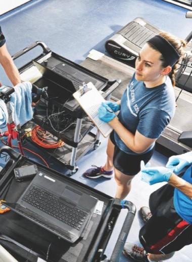 Спорт на грани инфаркта: почему атлеты платят за тренировки в адской жаре