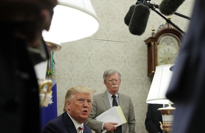 Уход с подмостков. Как Дональд Трамп пугал Иран и Северную Корею Джоном Болтоном