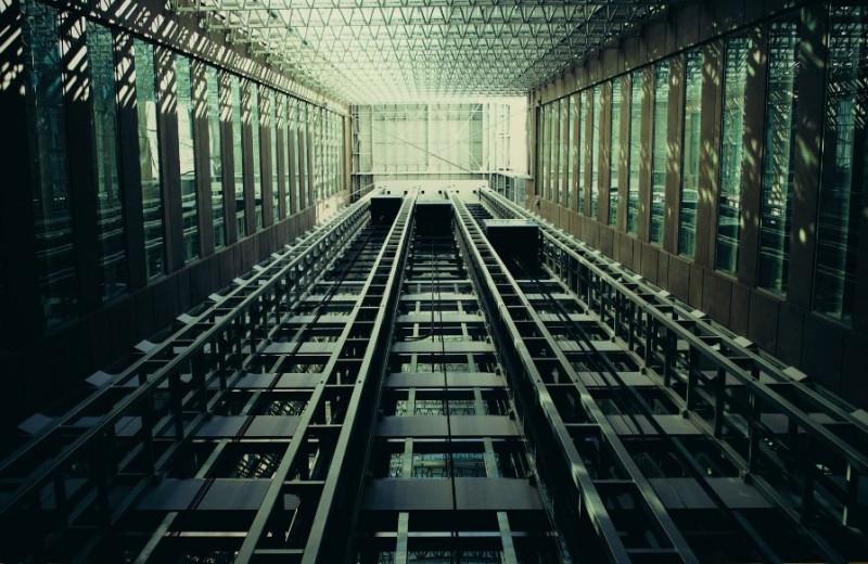 Безопасное падение: как изобрели тормоза для лифта