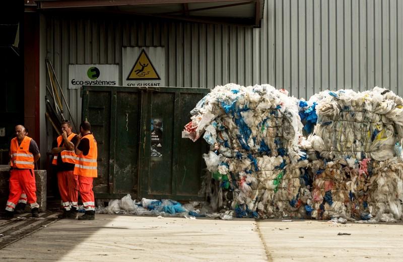 Куча мусора высотой с «Газпром»: как заработать миллиарды на отходах