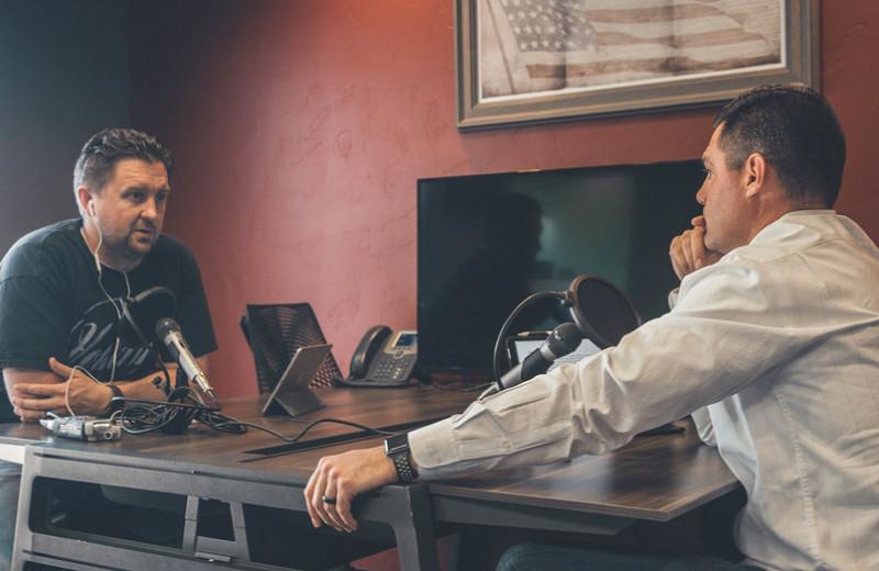 Как взять интервью и разговорить человека: 11 шагов для получения любой информации