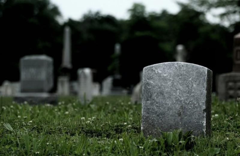 Гроб, кладбище, сотни миллиардов рублей. Как чиновники, силовики и бандиты делят похоронный рынок — и при чем тут Тесак. Расследование Ивана Голунова