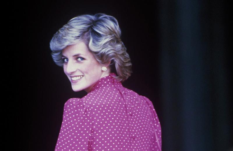 «Мне не нужно кланяться мужу»: что на самом деле делала принцесса Диана в Рождество на сцене Королевской оперы