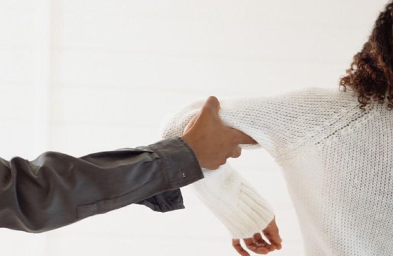 Почему так трудно бросить партнера, который плохо с нами обращается?