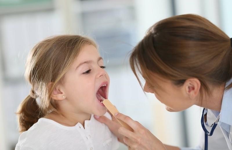 Налет в горле – это ангина?