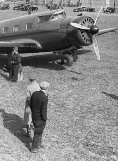«Смерть — профессиональная травма летчика»: отрывок из нового романа Дмитрия Быкова «Истребитель»