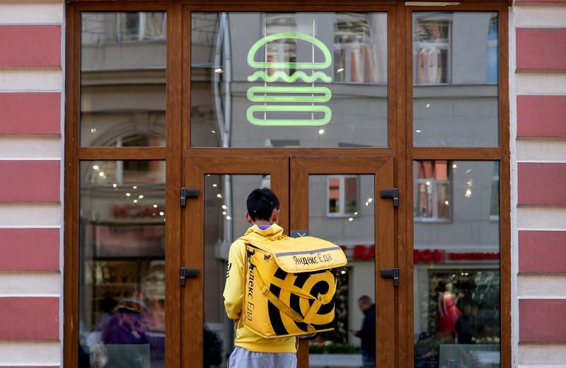 Эффект Delivery club: зачем бизнесу повышать статус курьеров в обществе