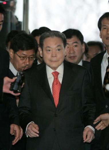 «Мы должны изменить всё, кроме жены и детей»: чем известен Ли Гон Хи — глава Samsung и богатейший человек в Южной Корее