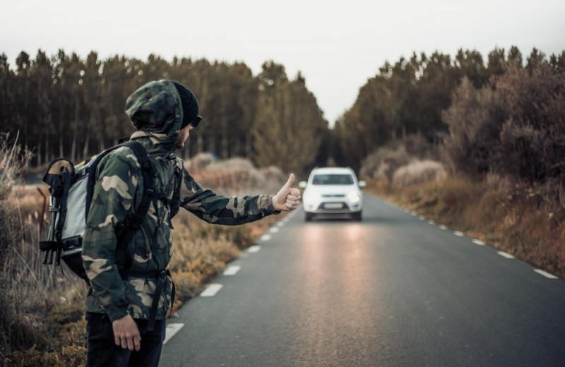 Зачем 49-летний мужик втайне от жены ездит автостопом?