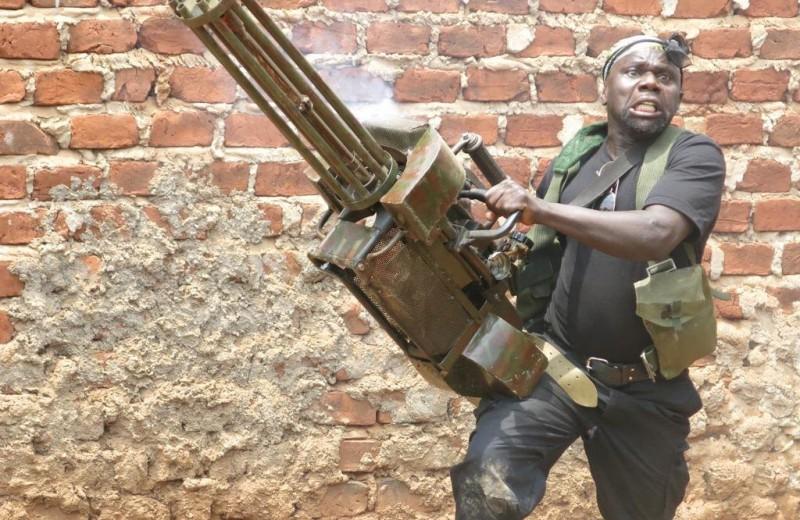 «Угандийские неудержимые»: как в Африке снимают боевики за 200 долларов