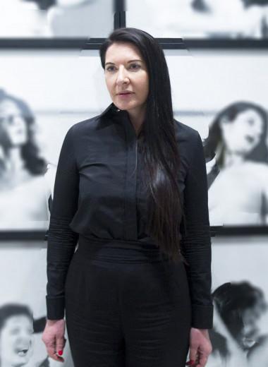 Сотрудничество с дизайнерами и трибьют в «Сексе в большом городе» — что связывает Марину Абрамович и моду