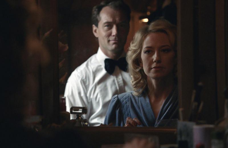 «Гнездо» перевернутых ролей: фильм, где Джуд Лоу живет на содержании у жены, притворяясь миллионером
