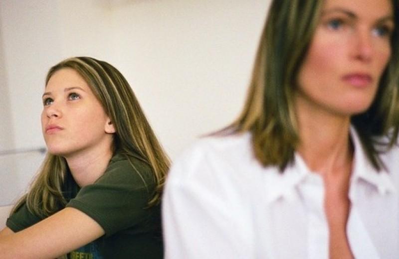 Чувство ответственности за депрессию мамы вызывает у детей тревогу