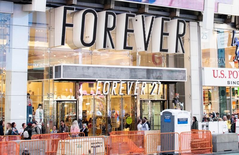 Вышли из моды: как Forever 21 оказалась на грани банкротства