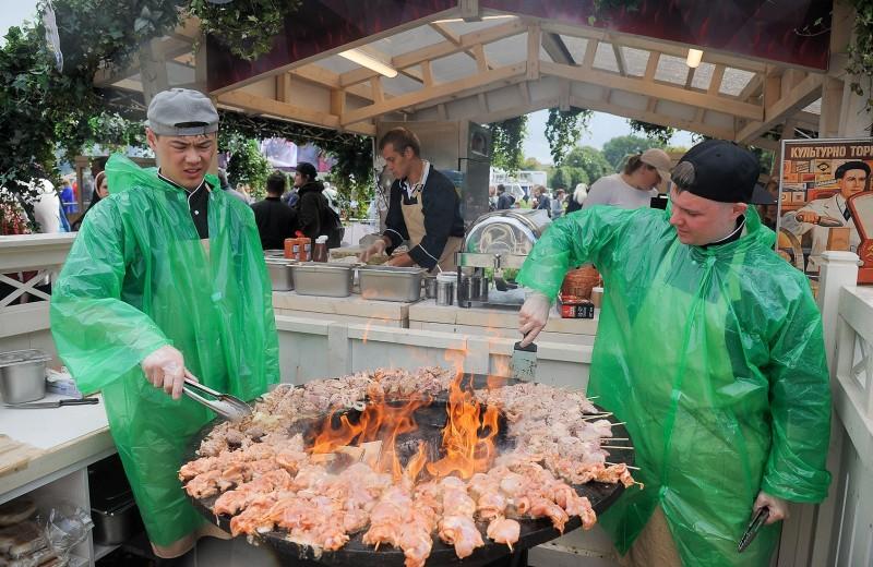 «Не надо нас дискредитировать»: что организаторы российских фестивалей думают о «Шашлык Live» и Meat & Beat