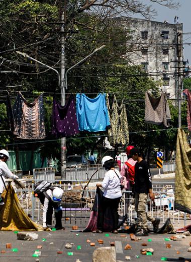 «Мой бывший мне так не врал, как военные»: как женщины Мьянмы борются с хунтой