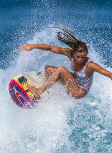 Серфинг для всех: как женщины отвоевывали свое право покорять волны наравне с мужчинами