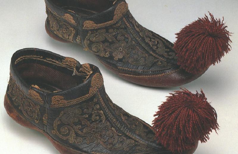 Снимите это немедленно: 5 странных пар обуви со всего мира