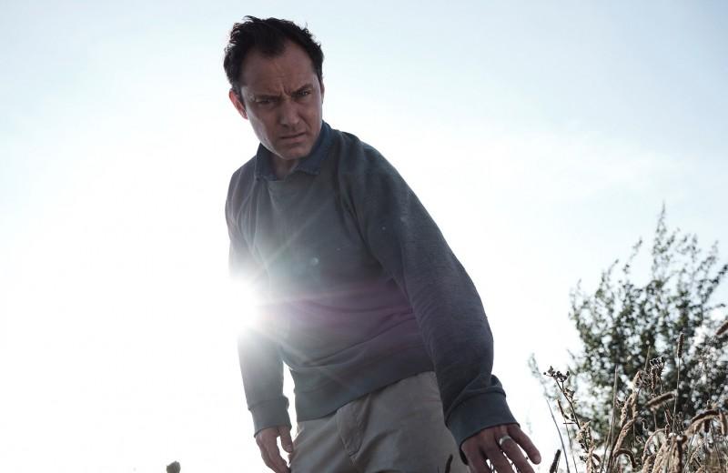 Солнцестояние на острове проклятых: о чем новый сериал «Третий день» с Джудом Лоу