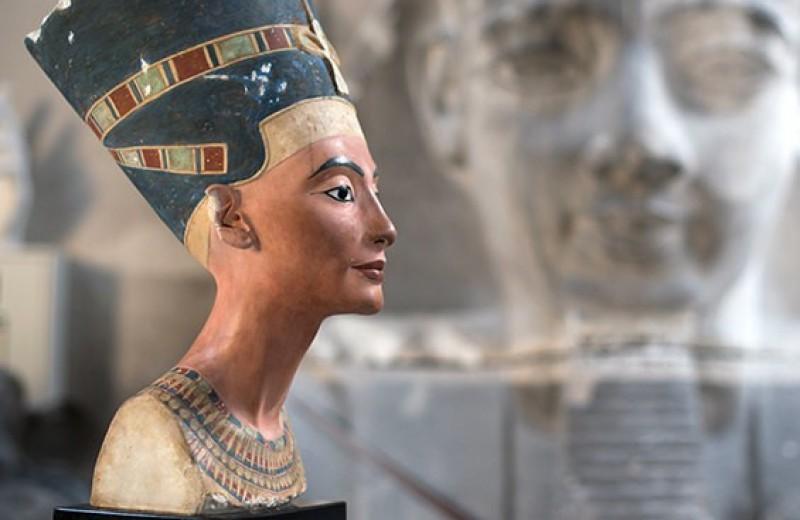 Брак в 15 лет и смерть от чумы: кем на самом деле была Нефертити
