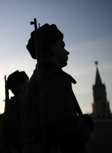«Калашников» вместо нефти. Зачем России гигантские военные расходы
