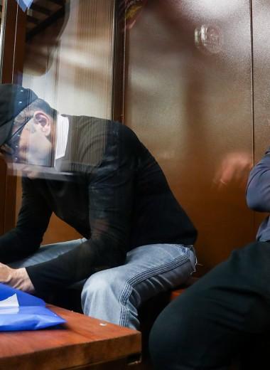 «Нечего нам делать в этом Лефортово». Суд продлил арест братьям Магомедовым