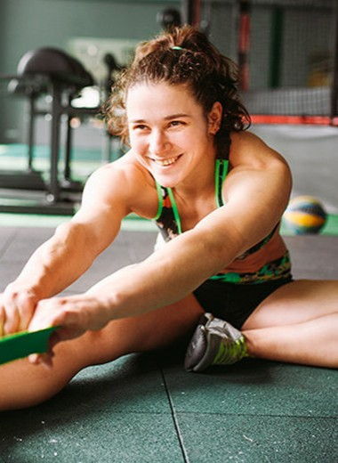Лучшие упражнения с резиновыми петлями для женщин