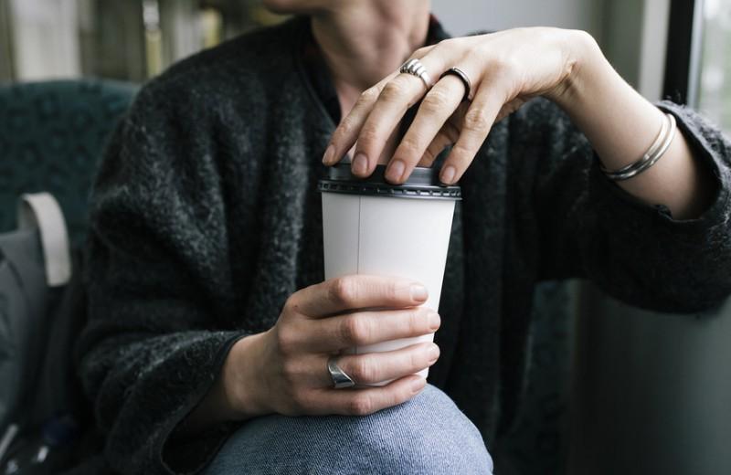 Грешноватый стаканчик кофе. Как появился экошейминг и кто его победит