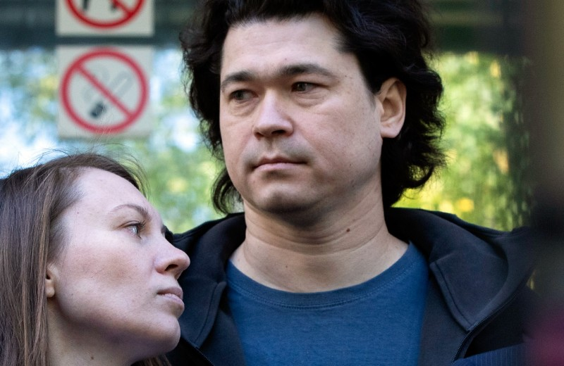 «Это просто Кафка»: почему суд не смог отнять ребенка у родителей, пришедших с ним на митинг