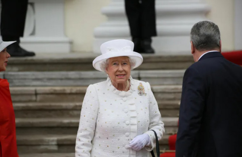 Последняя любезность: как Елизавета II навестила своего умирающего дядю