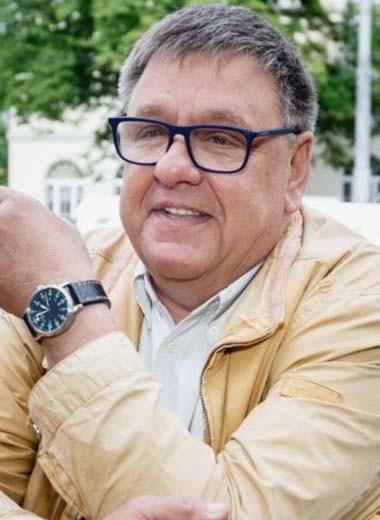 Культурный слой советского периода: Майя Кучерская о «Секретиках» Петра Алешковского