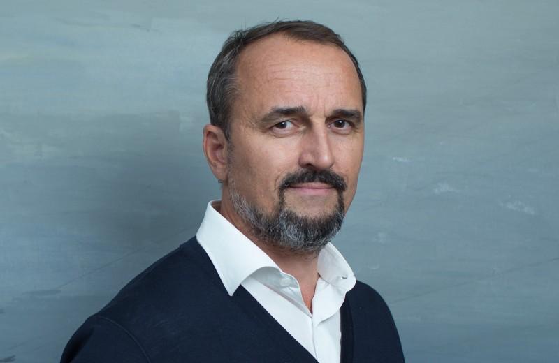 «Я смотрю на бизнескак на культурный процесс». Дмитрий Аксенов о том, почему искусство находится в поиске новой экономической модели