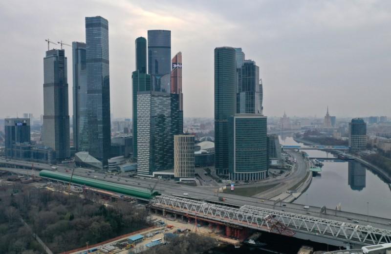 «Снижение доходов и увольнения неизбежны»: с каким финансовым багажом россияне подошли к новому кризису