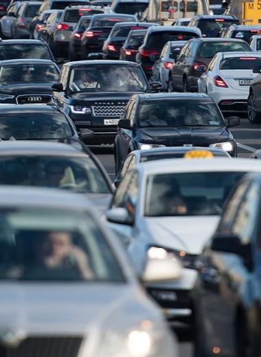 Камеры, ужесточения и запрет правых рулей: что ждет автомобилистов