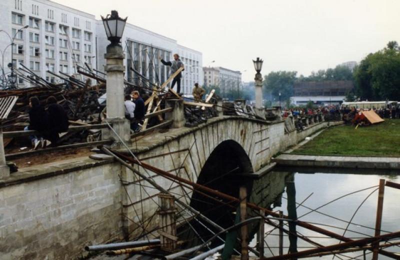 «Я испытал реликтовый ужас». Кураев, Проханов, Медведев и Рубинштейн рассказывают, что делали в августе 1991 года