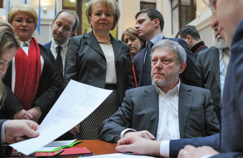 Яблоко в раздоре. Что члены партии думают о статье Явлинского с критикой Навального