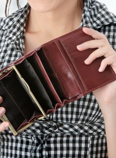 Деньги на ветер: 9 покупок, которые вредят семейному бюджету