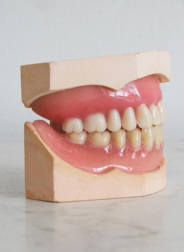 Почему зубная эмаль светло-желтая, а не идеально белая