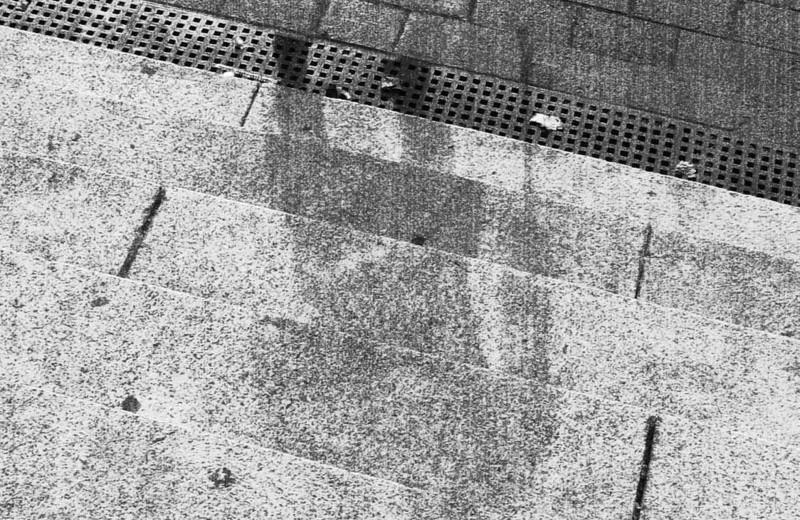 Почему после взрыва в Хиросиме на домах остались тени людей?