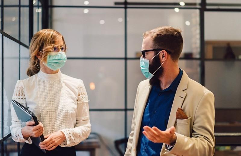 «Делать попкорн вместо французской кухни»: как спасти бизнес в пандемию