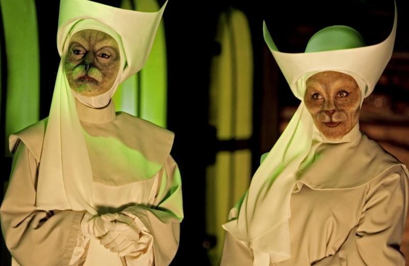 Мяукающие монахини, смеющиеся девочки и другие случаи массовой истерии