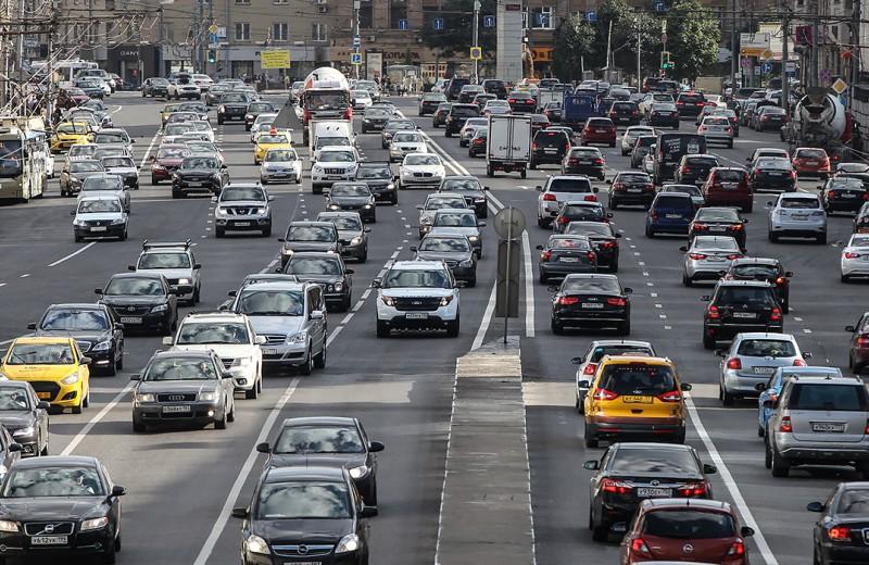 Пачки штрафов: автомобилистам запрещают жаловаться друг на друга