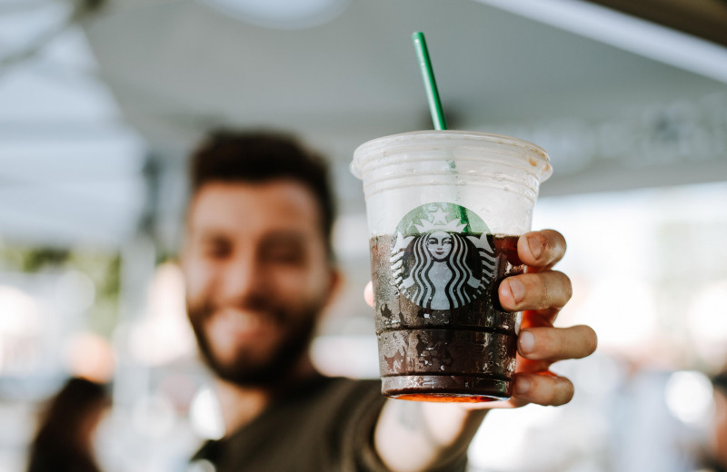 Какой кофе самый вредный для Земли: ученые посчитали углеродный след напитков Starbucks