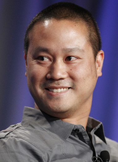 Умер бывший глава купленной Amazon компании Zappos Тони Шей: как он строил свою «империю счастья»